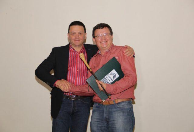 Corporación ambiental de Risaralda CARDER entrega distinción a director de CORNARE