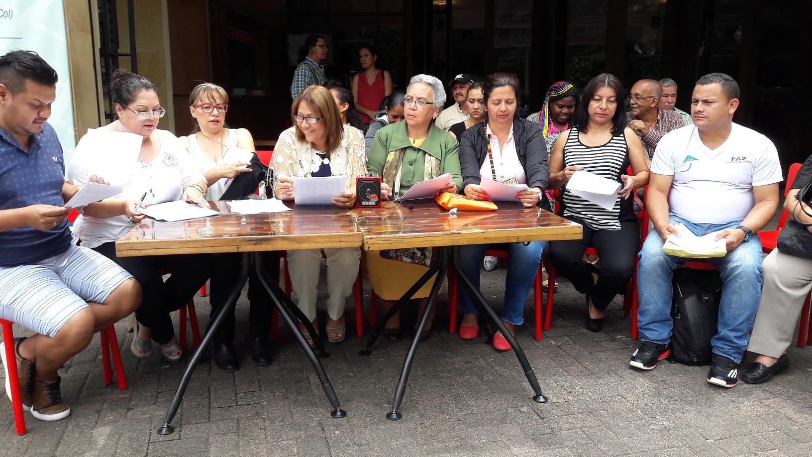 Víctimas de Antioquia piden participar en acuerdo político para finalizar conflicto con Farc