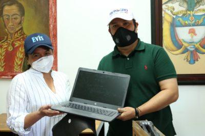 Mil estudiantes rionegreros tendrán servicio de  Internet en sus hogares